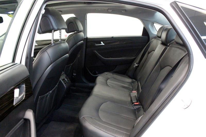 2017 Hyundai Sonata Limited in Regina, Saskatchewan - 12 - w1024h768px