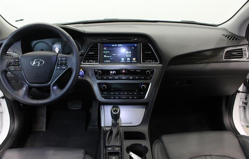 2017 Hyundai Sonata Limited in Regina, Saskatchewan - 14 - w1024h768px