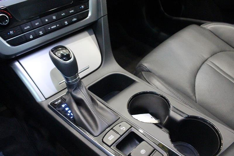 2017 Hyundai Sonata Limited in Regina, Saskatchewan - 4 - w1024h768px