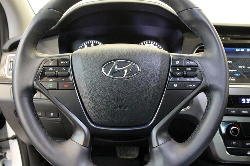 2017 Hyundai Sonata Limited in Regina, Saskatchewan - 6 - w1024h768px