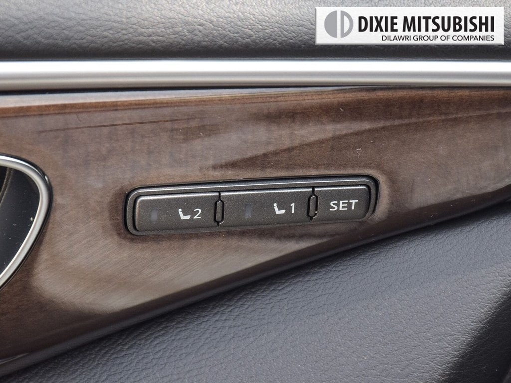 2015 Infiniti Q50 AWD in Mississauga, Ontario - 24 - w1024h768px