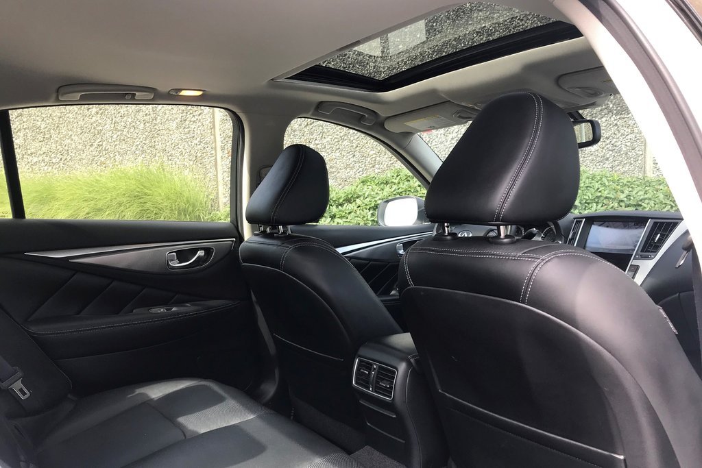 2015 Infiniti Q50 AWD in North Vancouver, British Columbia - 17 - w1024h768px