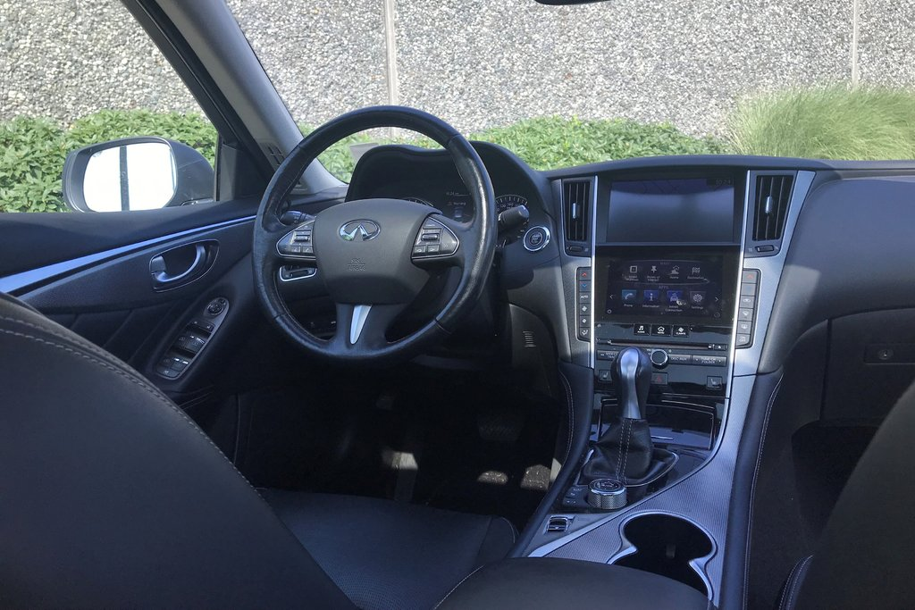 2015 Infiniti Q50 AWD in North Vancouver, British Columbia - 9 - w1024h768px