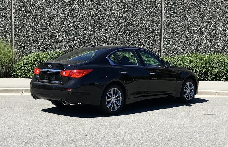 2016 Infiniti Q50 2.0T AWD in North Vancouver, British Columbia - 8 - w1024h768px