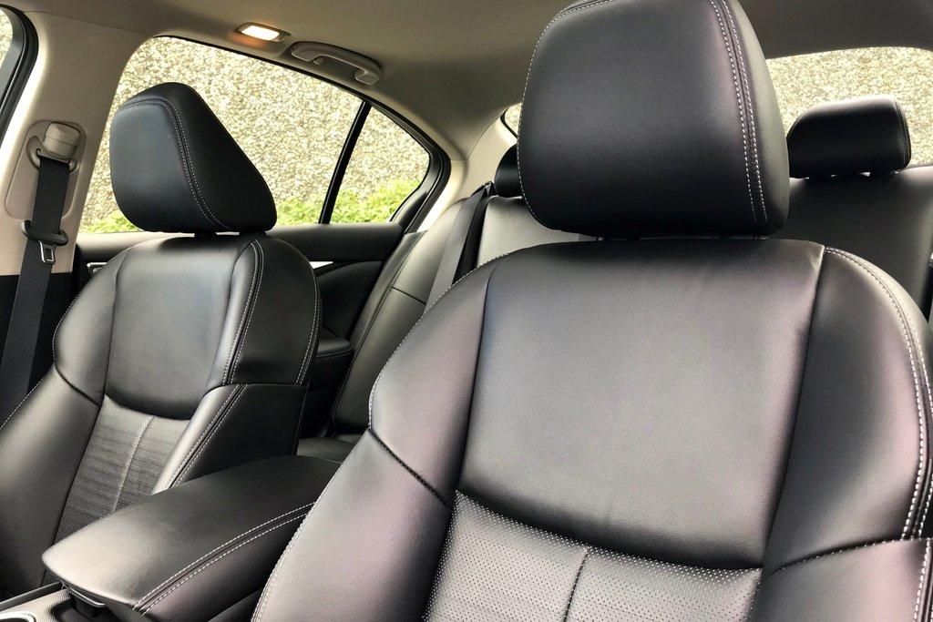 2018 Infiniti Q50 3.0T AWD Signature Edition in North Vancouver, British Columbia - 5 - w1024h768px