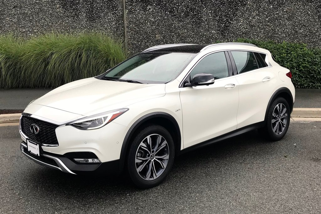 2018 Infiniti QX30 AWD Luxe in North Vancouver, British Columbia - 5 - w1024h768px