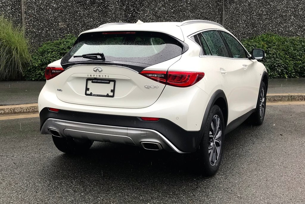 2018 Infiniti QX30 AWD Luxe in North Vancouver, British Columbia - 14 - w1024h768px