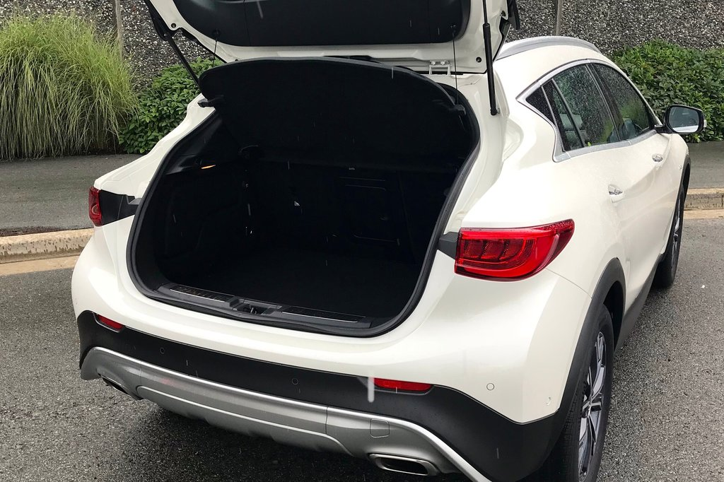 2018 Infiniti QX30 AWD Luxe in North Vancouver, British Columbia - 12 - w1024h768px