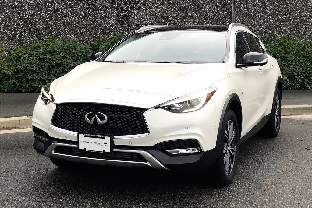 2018 Infiniti QX30 AWD Luxe in North Vancouver, British Columbia - 3 - w1024h768px