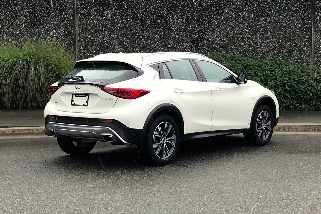 2018 Infiniti QX30 AWD Luxe in North Vancouver, British Columbia - 15 - w1024h768px