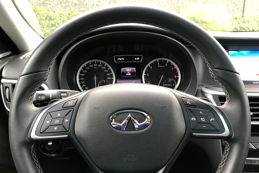 2018 Infiniti QX30 AWD Luxe in North Vancouver, British Columbia - 8 - w1024h768px