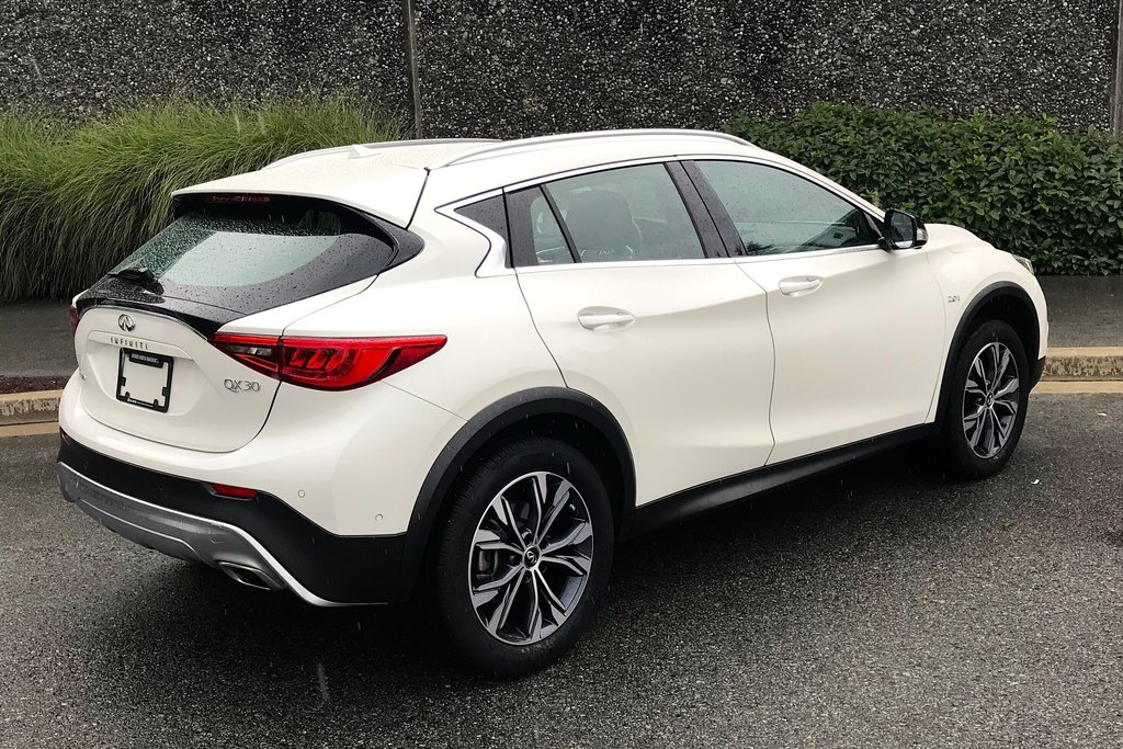 2018 Infiniti QX30 AWD Luxe in North Vancouver, British Columbia - 13 - w1024h768px