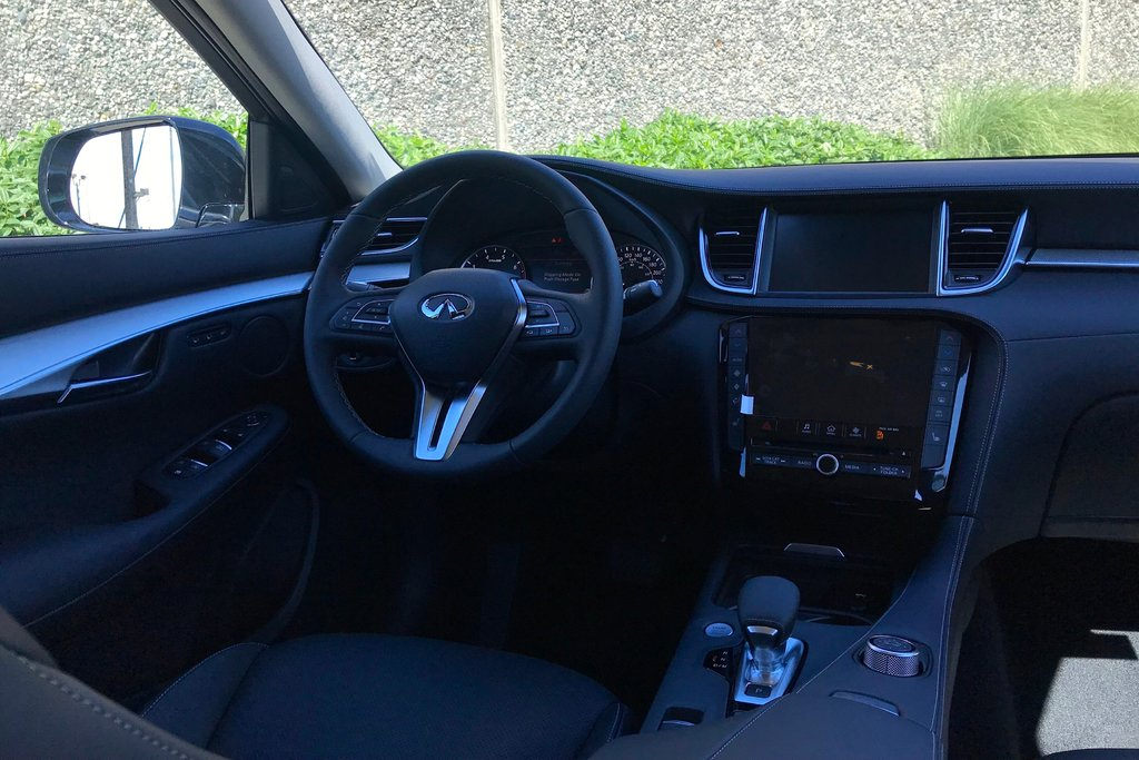 2019 Infiniti QX50 2.0T Essential AWD (E6SG79) in North Vancouver, British Columbia - 8 - w1024h768px