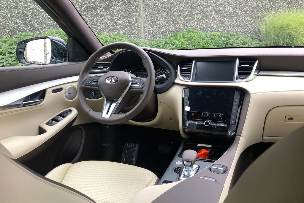 2019 Infiniti QX50 2.0T Essential AWD (E6SG79) in North Vancouver, British Columbia - 7 - w1024h768px
