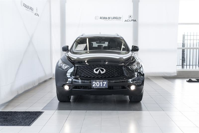 2017 Infiniti QX70 Sport in Langley, British Columbia - 2 - w1024h768px
