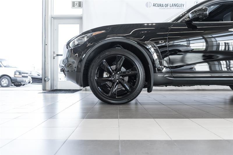 2017 Infiniti QX70 Sport in Langley, British Columbia - 28 - w1024h768px