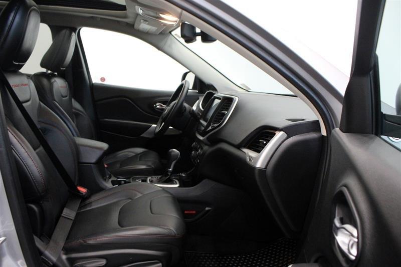2018 Jeep Cherokee 4x4 Trailhawk L PLUS, Panorama Sunroof, Leather in Regina, Saskatchewan - 15 - w1024h768px