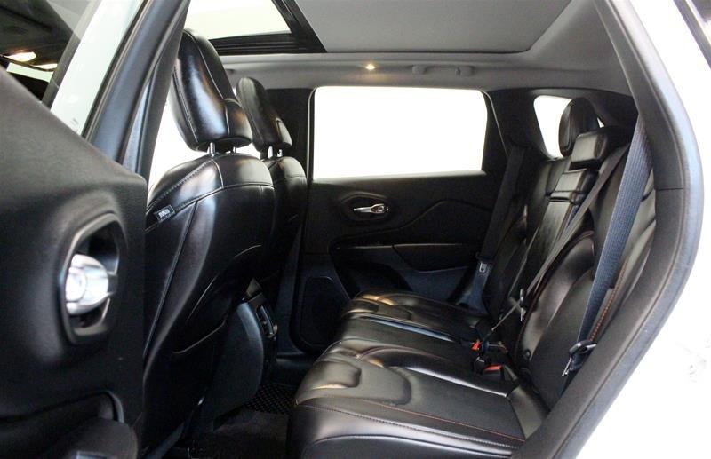 2019 Jeep Cherokee 4x4 Trailhawk L PLUS, Hands Free Liftgate in Regina, Saskatchewan - 12 - w1024h768px