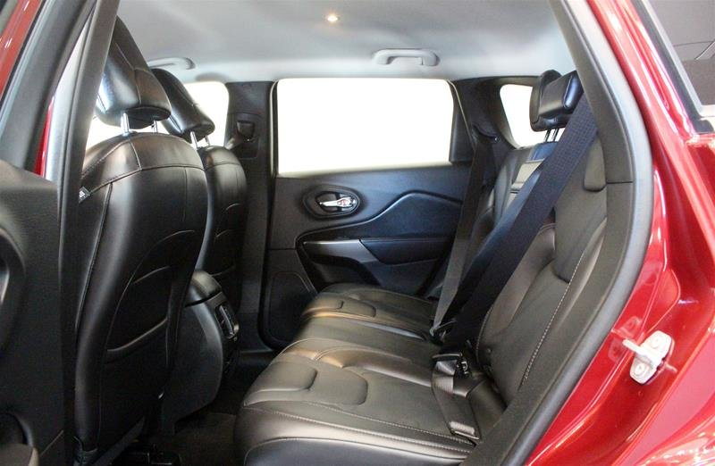 2019 Jeep Cherokee 4x4 Limited in Regina, Saskatchewan - 12 - w1024h768px