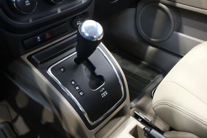 2010 Jeep Compass Sport 4D Utility 4WD in Regina, Saskatchewan - 6 - w1024h768px