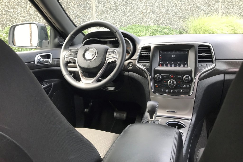 2018 Jeep Grand Cherokee 4X4 Laredo in North Vancouver, British Columbia - 4 - w1024h768px