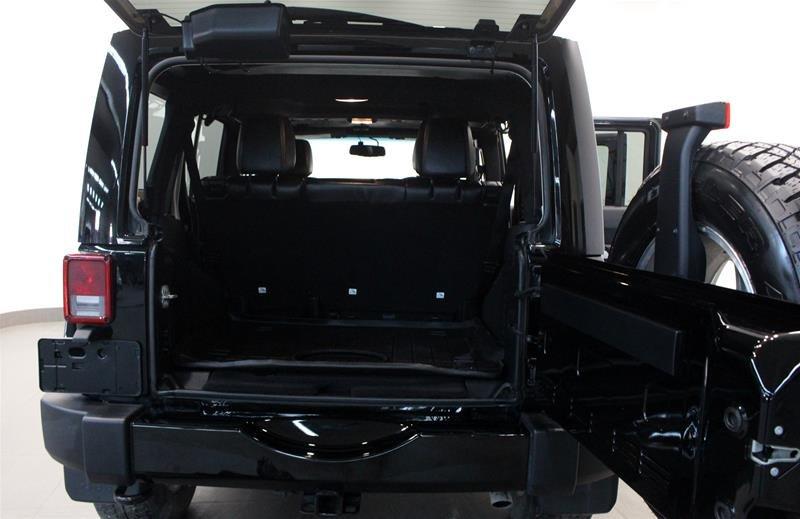 2016 Jeep Wrangler Unlimited Sahara in Regina, Saskatchewan - 14 - w1024h768px