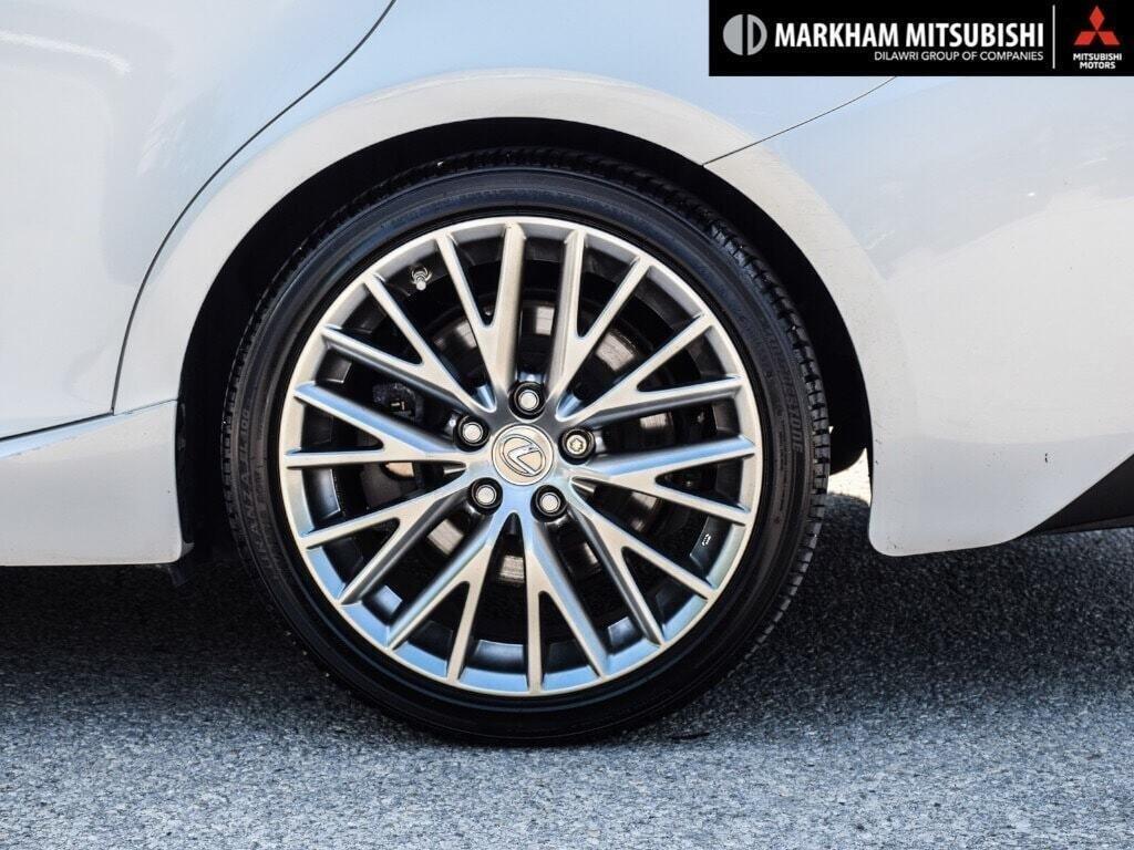 2017 Lexus IS 300 AWD in Markham, Ontario - 9 - w1024h768px