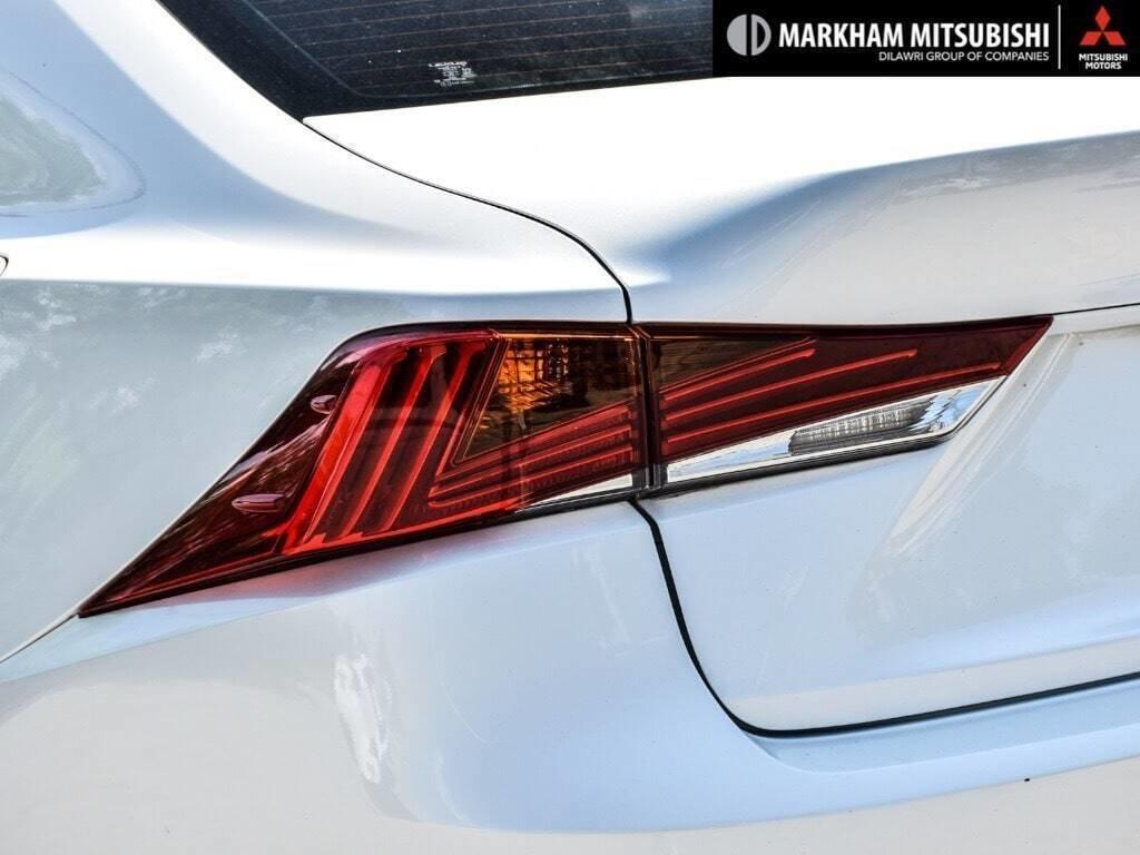 2017 Lexus IS 300 AWD in Markham, Ontario - 6 - w1024h768px