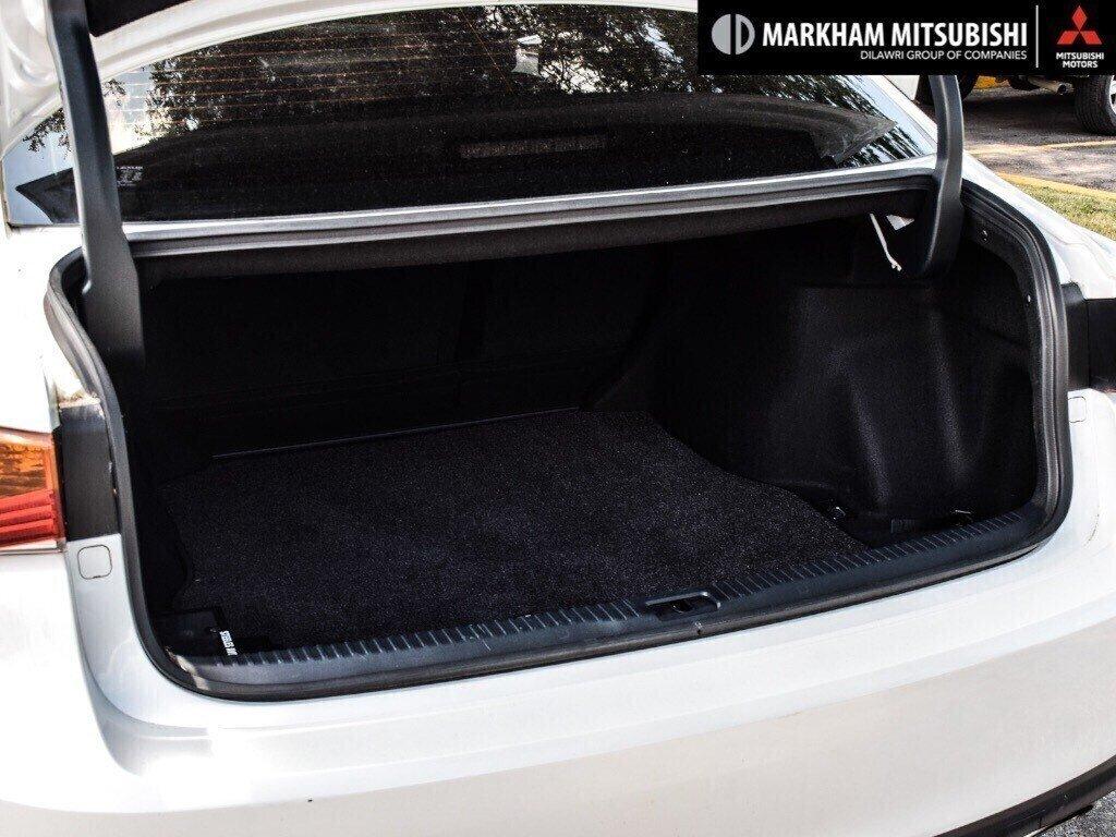 2017 Lexus IS 300 AWD in Markham, Ontario - 27 - w1024h768px