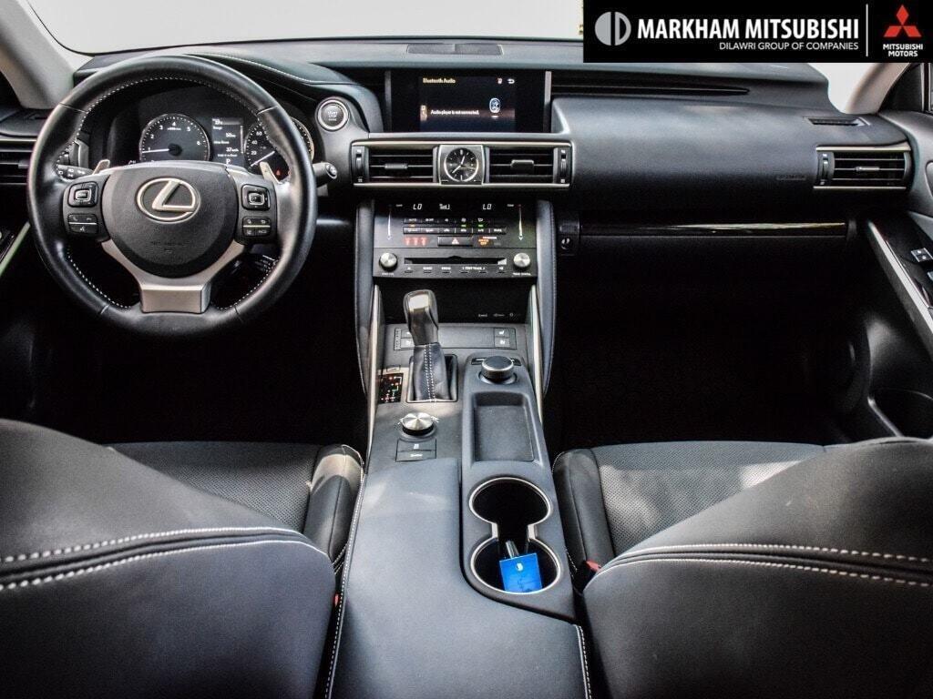 2017 Lexus IS 300 AWD in Markham, Ontario - 12 - w1024h768px