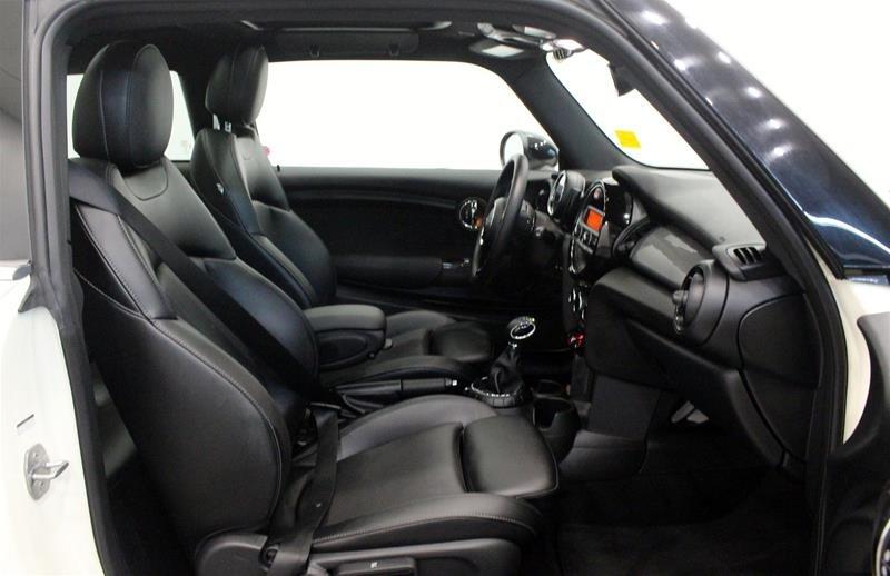 2016 MINI Cooper 3 Door in Regina, Saskatchewan - 14 - w1024h768px
