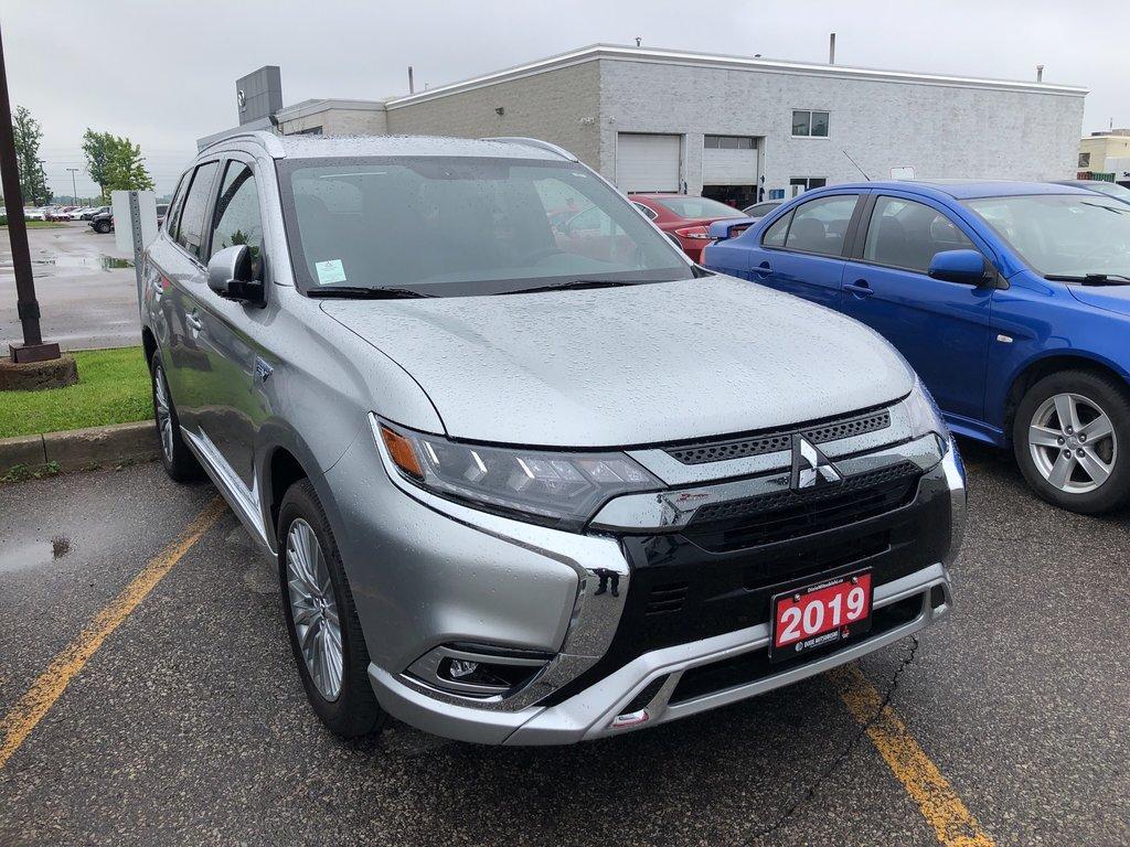 2019 Mitsubishi OUTLANDER PHEV SE S-AWC in Mississauga, Ontario - 5 - w1024h768px