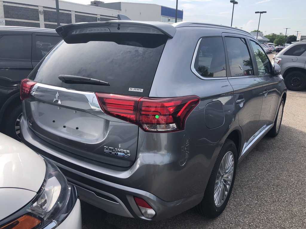 2019 Mitsubishi OUTLANDER PHEV GT S-AWC in Mississauga, Ontario - 3 - w1024h768px