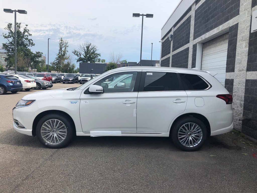 2019 Mitsubishi OUTLANDER PHEV SE S-AWC in Mississauga, Ontario - 2 - w1024h768px