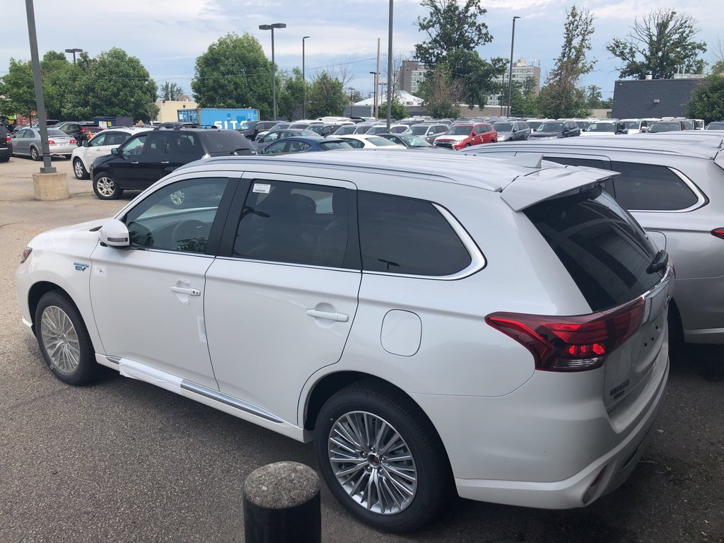 2019 Mitsubishi OUTLANDER PHEV SE S-AWC in Mississauga, Ontario - 3 - w1024h768px