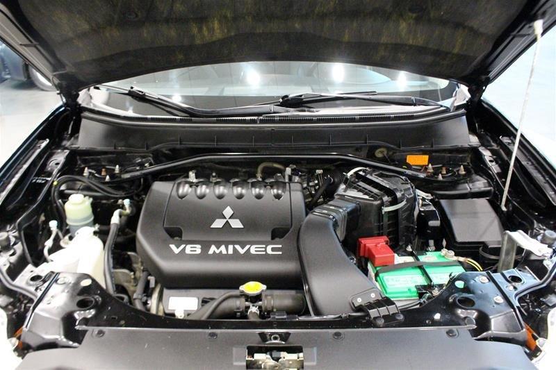 2010 Mitsubishi Outlander XLS 4WD Sportronic at in Regina, Saskatchewan - 18 - w1024h768px