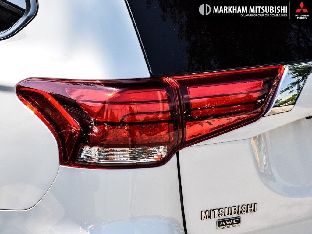 2016 Mitsubishi Outlander ES AWC in Markham, Ontario - 6 - w1024h768px
