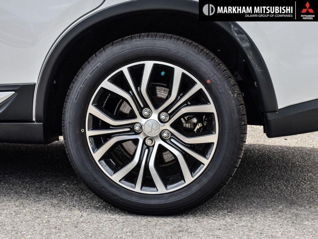 2018 Mitsubishi Outlander ES AWC Touring in Markham, Ontario - 8 - w1024h768px