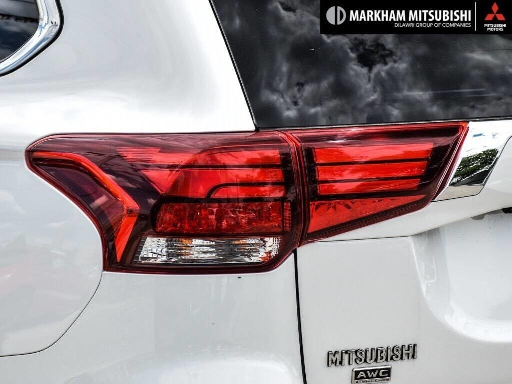 2018 Mitsubishi Outlander ES AWC Touring in Markham, Ontario - 6 - w1024h768px