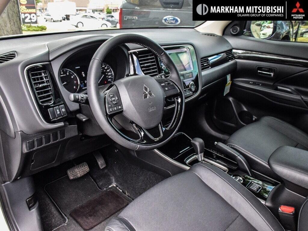 2018 Mitsubishi Outlander ES AWC Touring in Markham, Ontario - 10 - w1024h768px