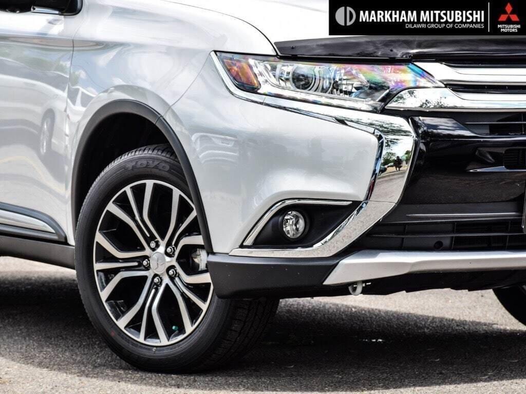 2018 Mitsubishi Outlander ES AWC Touring in Markham, Ontario - 7 - w1024h768px