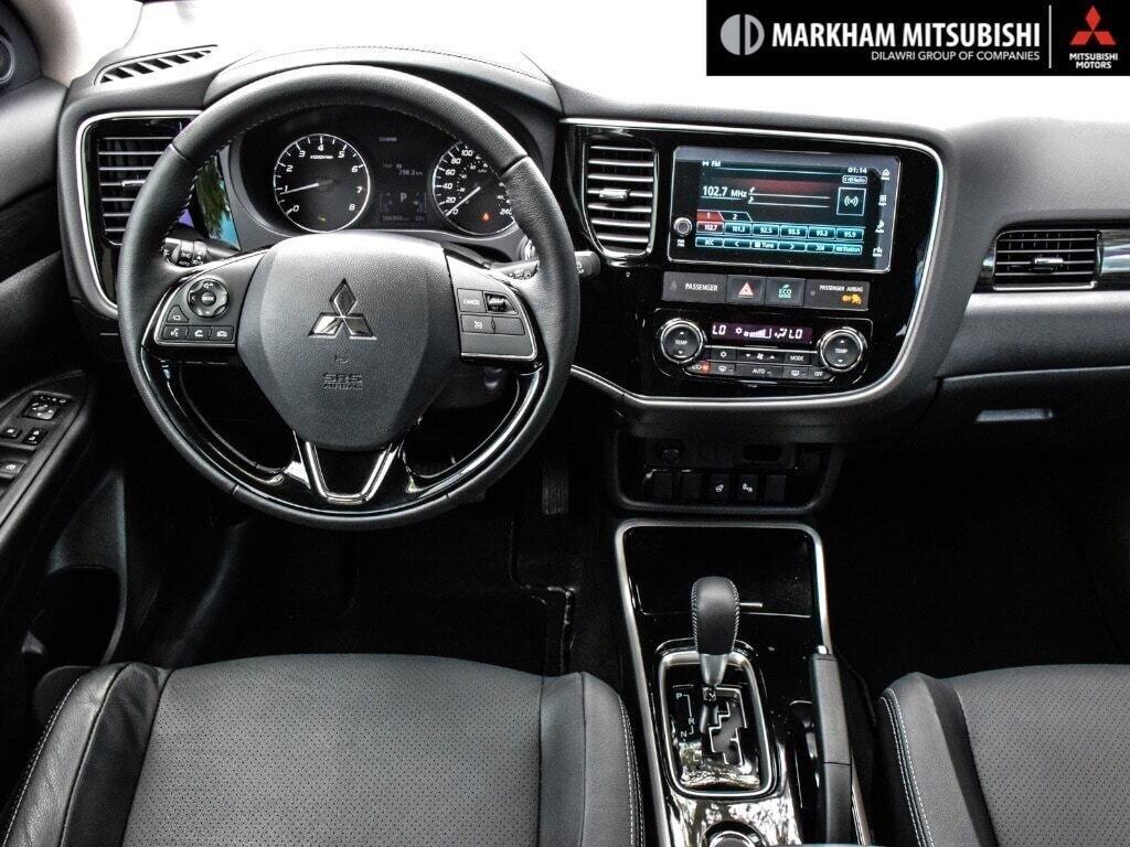 2018 Mitsubishi Outlander ES AWC Touring in Markham, Ontario - 12 - w1024h768px