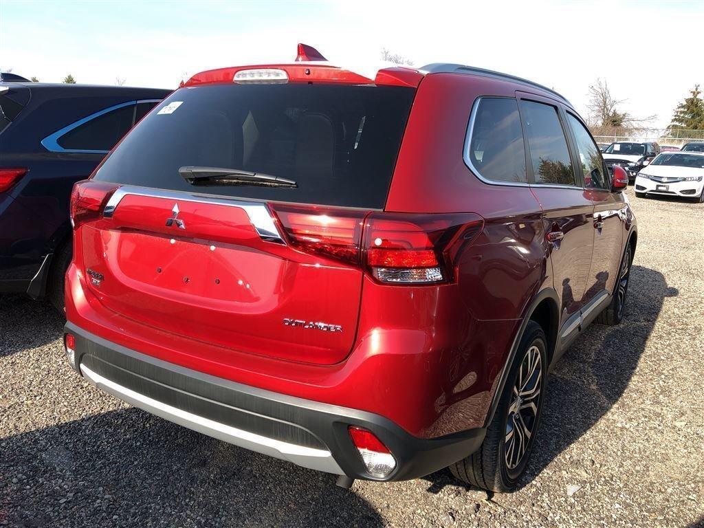 2018 Mitsubishi Outlander ES AWC Touring in Markham, Ontario - 3 - w1024h768px