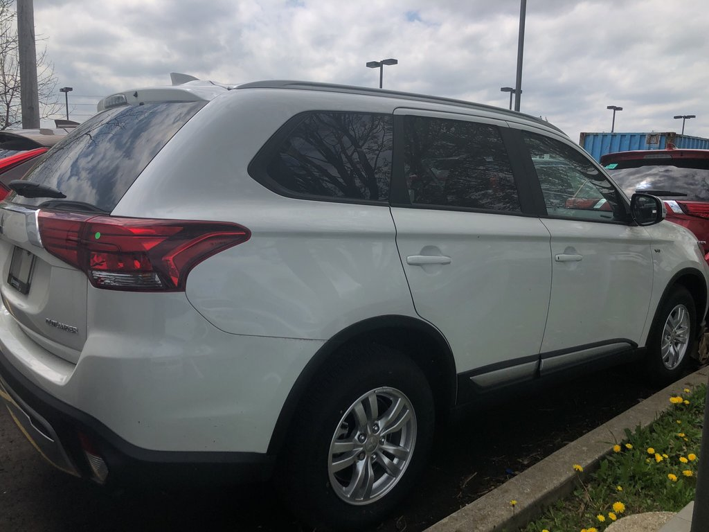 2019 Mitsubishi Outlander SE AWC in Mississauga, Ontario - 9 - w1024h768px