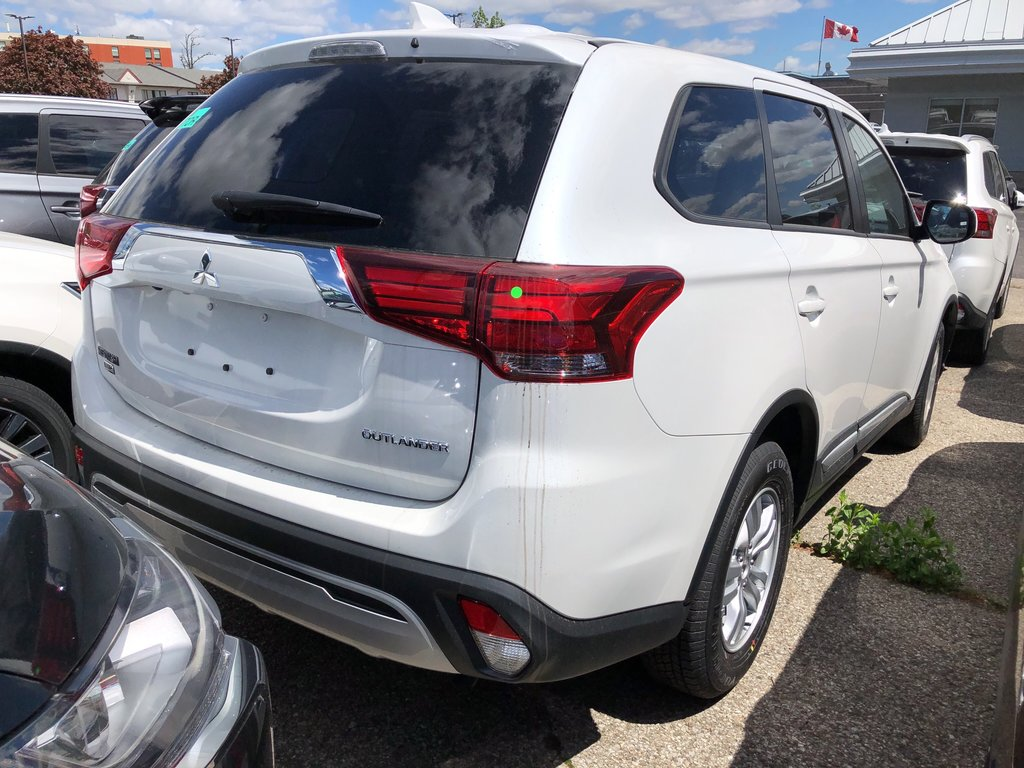 2019 Mitsubishi Outlander ES AWC in Mississauga, Ontario - 3 - w1024h768px