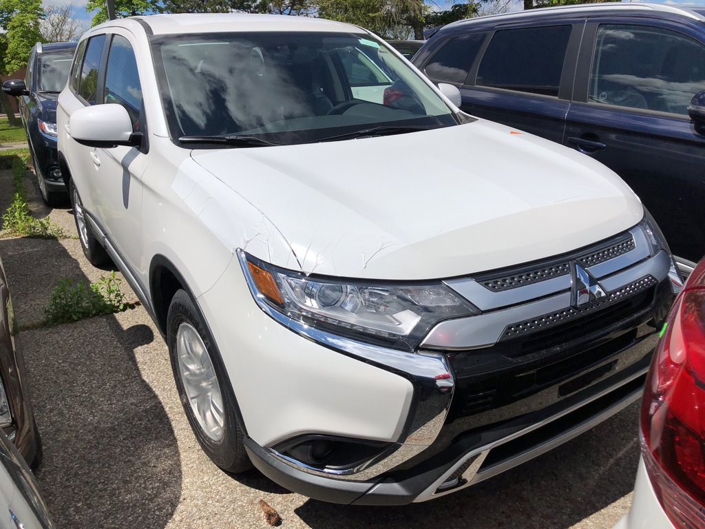 2019 Mitsubishi Outlander ES AWC in Mississauga, Ontario - 2 - w1024h768px