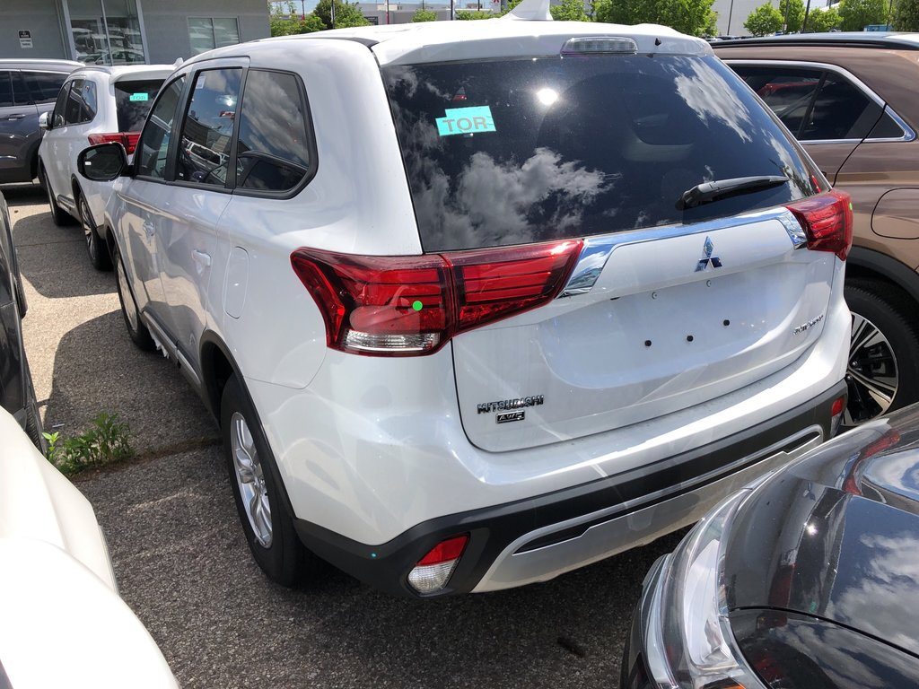 2019 Mitsubishi Outlander ES AWC in Mississauga, Ontario - 4 - w1024h768px