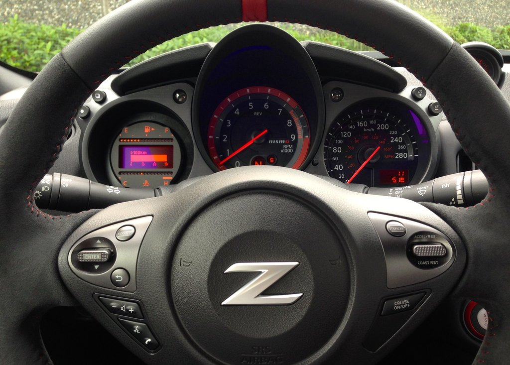 2016 Nissan 370Z Nismo Edition 6sp in North Vancouver, British Columbia - 8 - w1024h768px