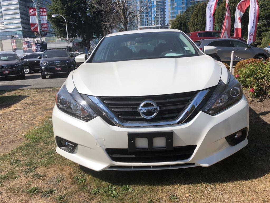 2017 Nissan Altima Sedan 3.5 SL CVT in Vancouver, British Columbia - 2 - w1024h768px