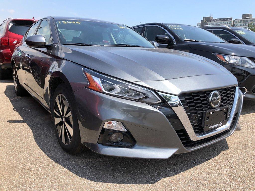 2019 Nissan Altima Sedan 2.5 SV CVT in Mississauga, Ontario - 2 - w1024h768px